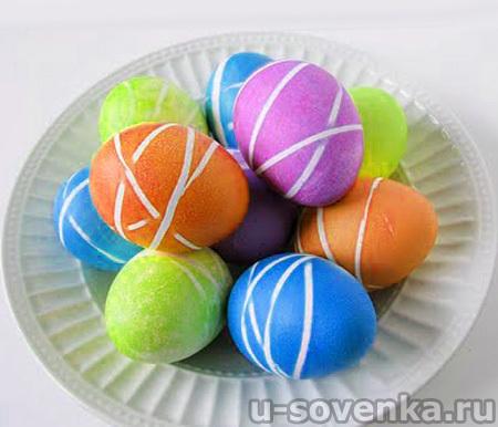 Красим яйца на Пасху: тонкие полоски и переплетения
