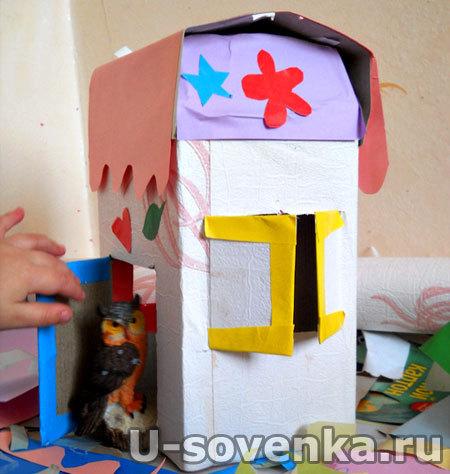 Поделка из картонной коробки, цветной бумаги - Домик