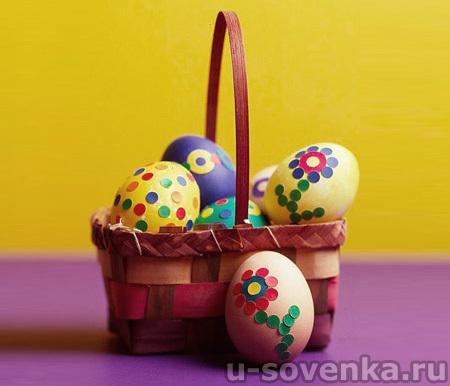 Пасхальное яйцо, украшенное конфетти